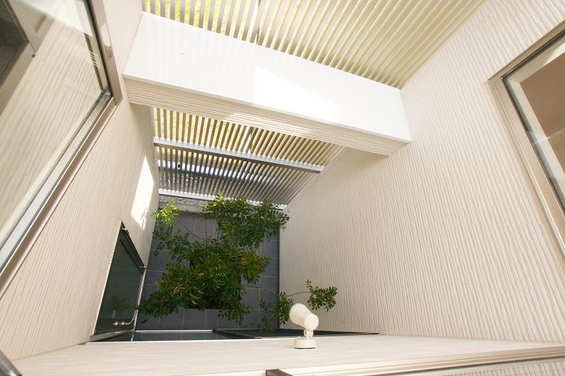 坪庭が眺められるモダンハウス