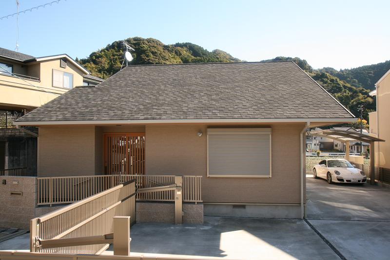 おおきな屋根の平屋の家